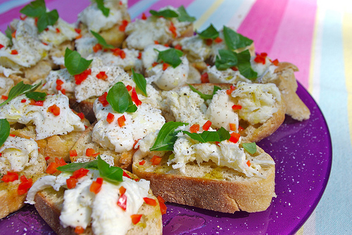 Crostini met Mozzarella en Chili