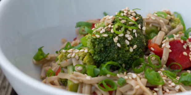 Soba Noedels met Gemarineerde Broccoli