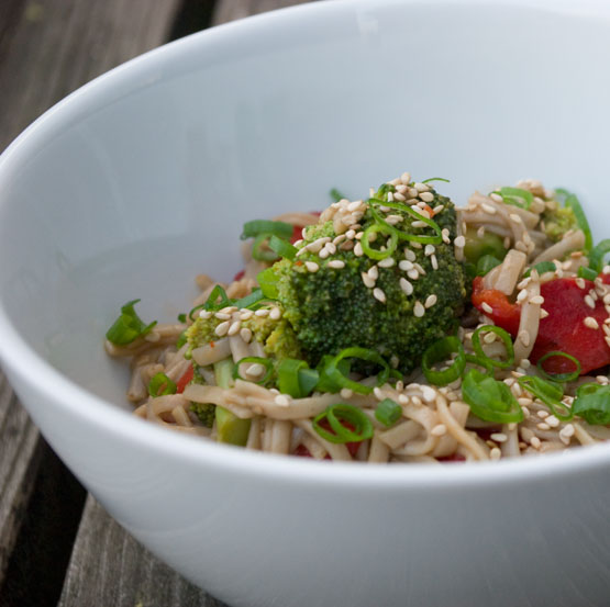 soba-noedels-met-broccoli