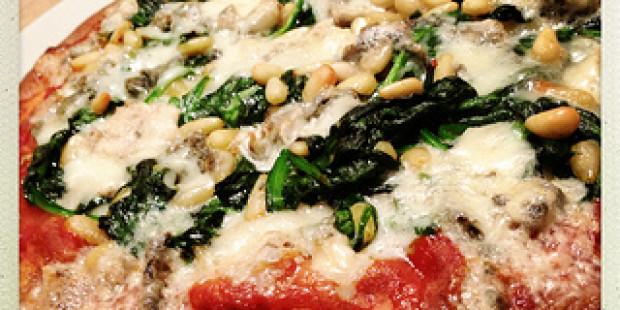 [Vegetarisch Recept] Pizza met Spinazie, Pijnboompitten en Roquefort