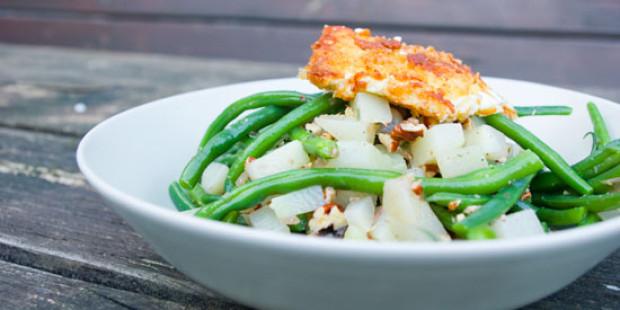 Gepaneerde Feta met Salade van Koolrabi, Boontjes en Salie