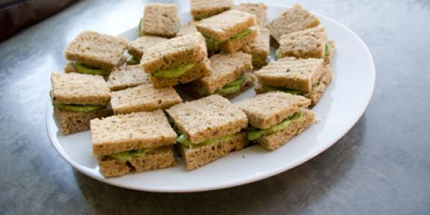 Tea Time! Komkommer Sandwiches met Avocado Spread