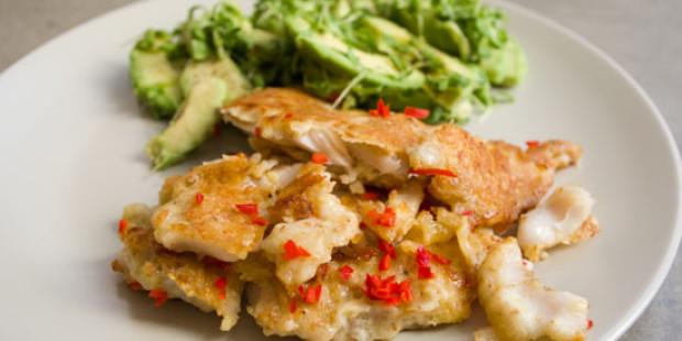 Parmezaanse Vis met Tuinkers-Avocado Salade