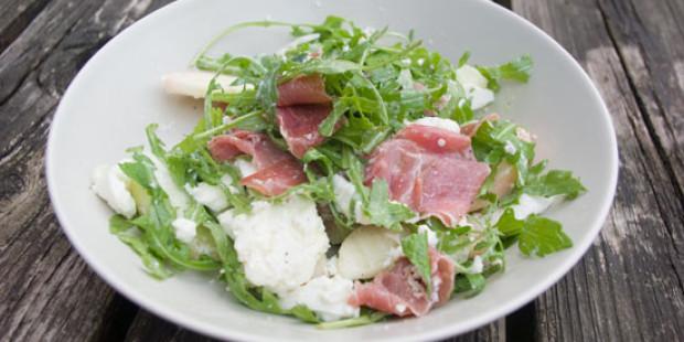 Rucola salade met Perzik en Prosciutto