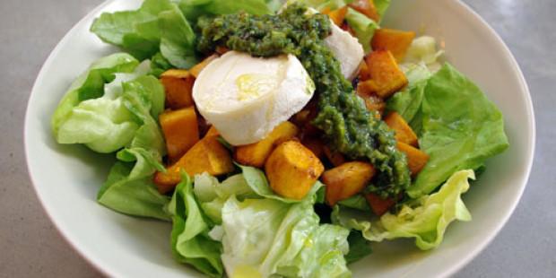 Salade met Pompoen, Geitenkaas en Pistache-Basilicum Pesto